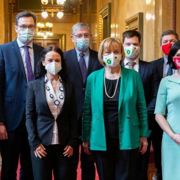 Itt az új ellenzéki nóta: Európa segíts, 8 millió ember kesereg