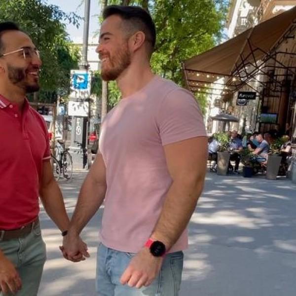 """A """"Love is Love"""" kampány meleg párja elsírta magát az új törvényen"""