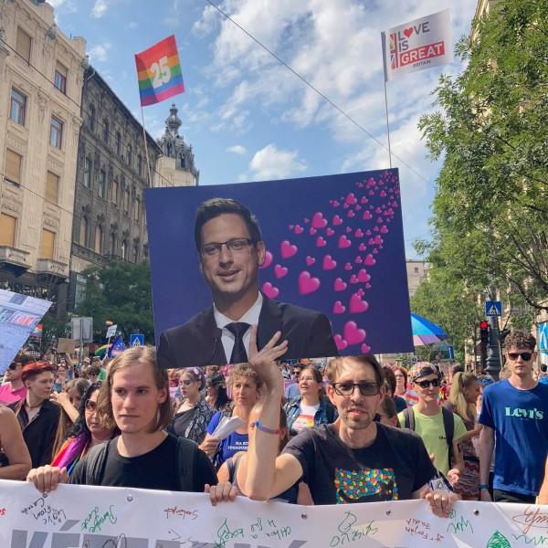 https://www.vadhajtasok.hu/2021/07/24/huszezer-homoszexualis-vonul-budapesten-megalaztak-gulyas-gergelyt