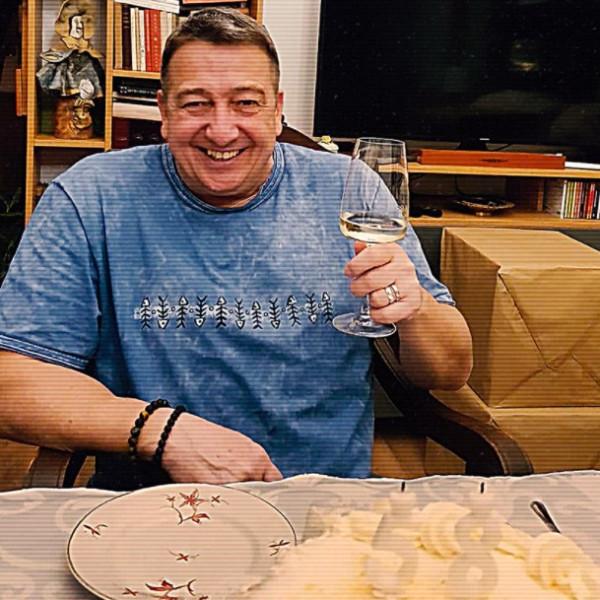 Bayer Zsolt 58 éves lett