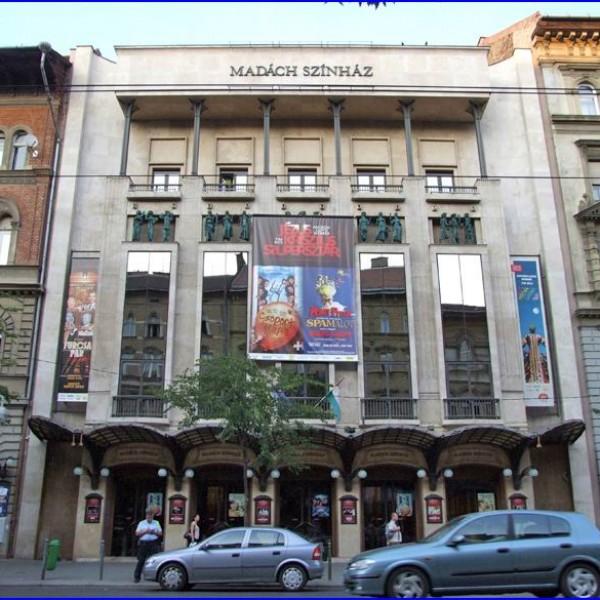 Botrány: A Madách színház be akarja mutatni a Hamupipőke és a meleg Herceg című LMBTQ-gyerekmusicalt