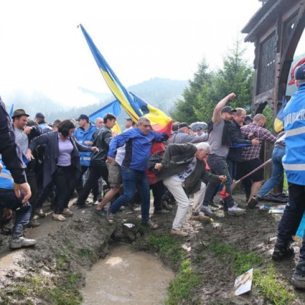 Román ügyészség: nem történt bűncselekmény az úzvölgyi katonatemetőben
