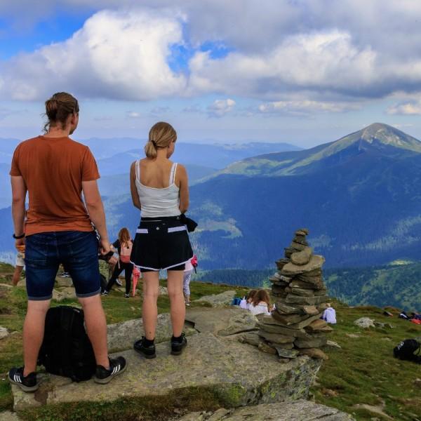 Kirándulni és hegyet mászni kirekesztő és rasszista a világmárka szerint