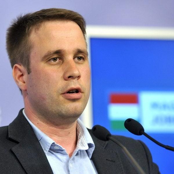 Dömötör Csaba: kevesebb sértegetés és több angolóra mindenkinek jobb lett volna, főpolgármester úr!