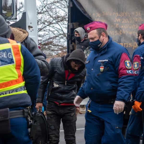 Több mint 800 határsértő ellen intézkedtek a rendőrök