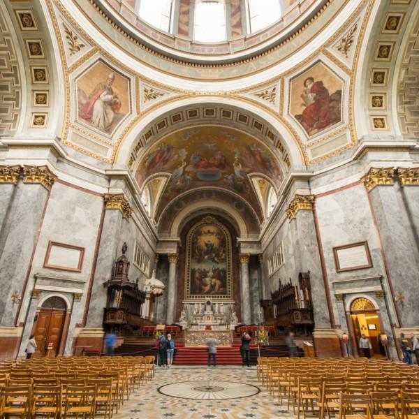 Visítás lesz: Nyitva maradhatnak a katolikus templomok