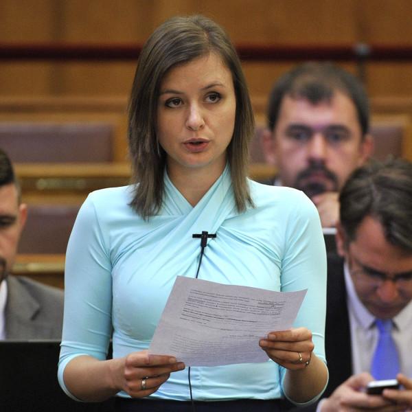 Dúró Dóra: Talpra magyar! Vonulás a lezárások ellen civil szervezetekkel karöltve