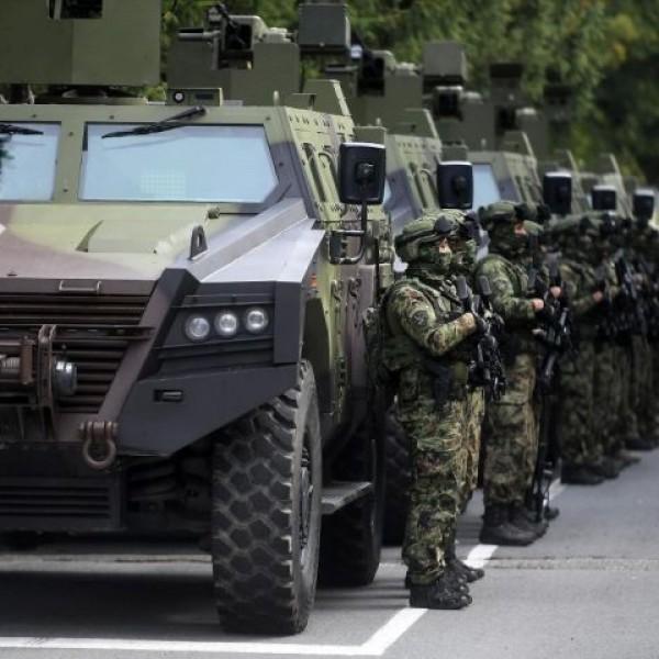 Elsőfokú hadkészültség Szerbiában, pattanásig feszült a helyzet
