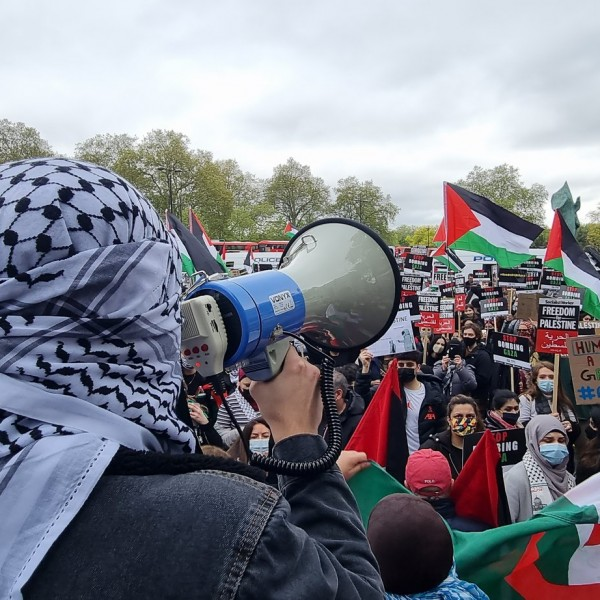 London: muszlimok ezrei tüntetnek az izraeli követség előtt - Videó