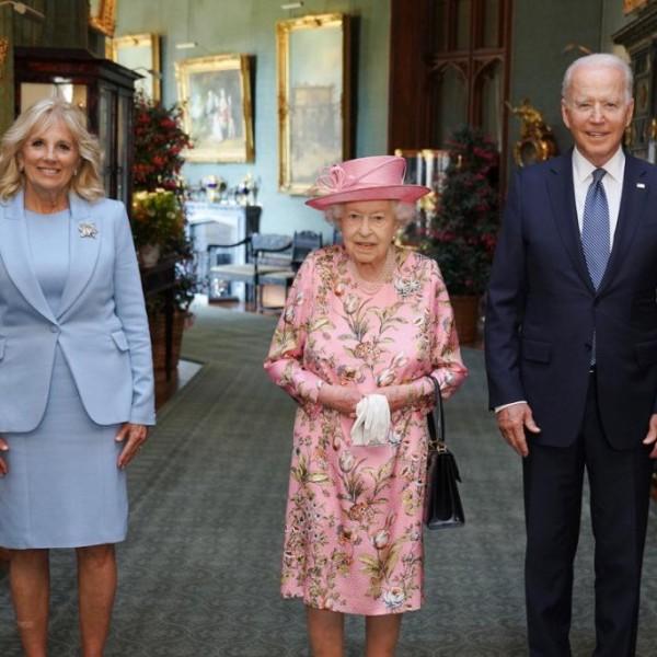 Joe Bident az édesanyjára emlékezteti II. Erzsébet királynő