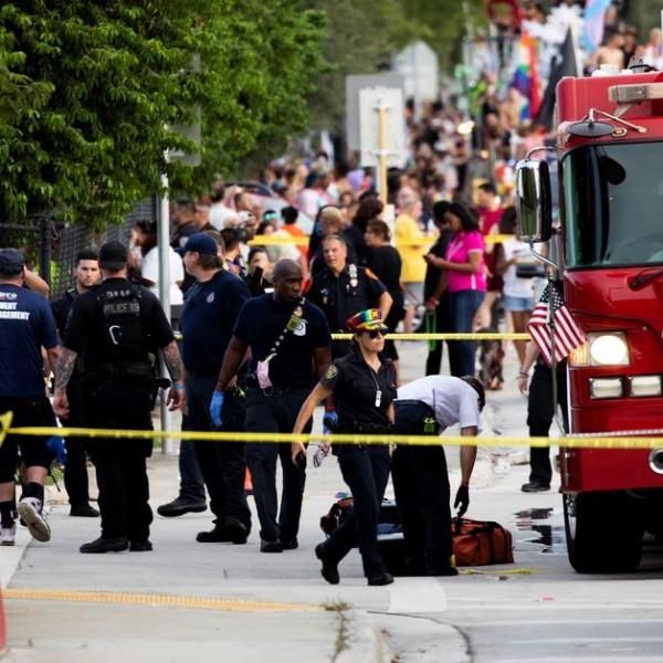 A pride felvonulás nézői közé hajtott egy autós Floridában, halálos áldozat is van