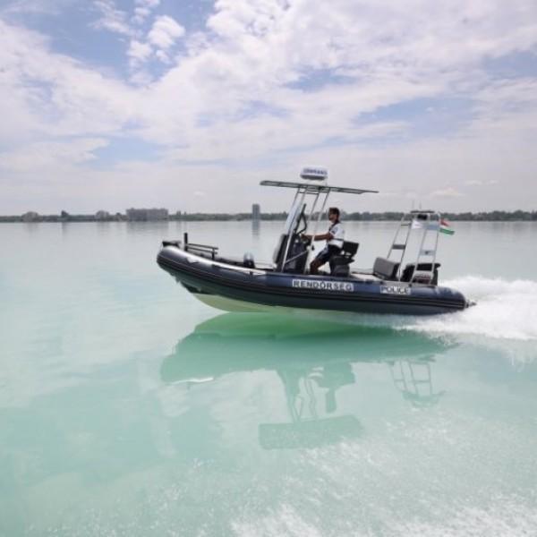 Vihar miatt bajba jutott horgászokat mentettek a Balatonból