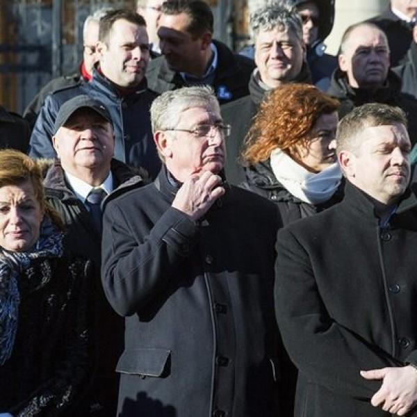 Hétfőn bukik Orbán: Gigatüntetést szervez az ellenzék a Terror Háza elé