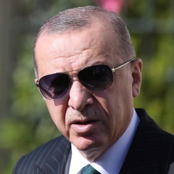 Erdogan: Elátkozom az osztrák államot, amely izraeli zászlókat függesztett ki a kancellár hivatalára