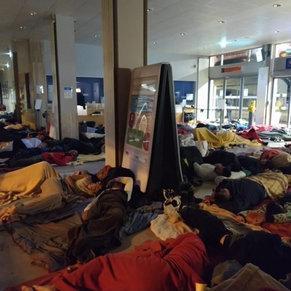 Illegális bevándorlók foglaltak el egy vasútállomást Franciaországban