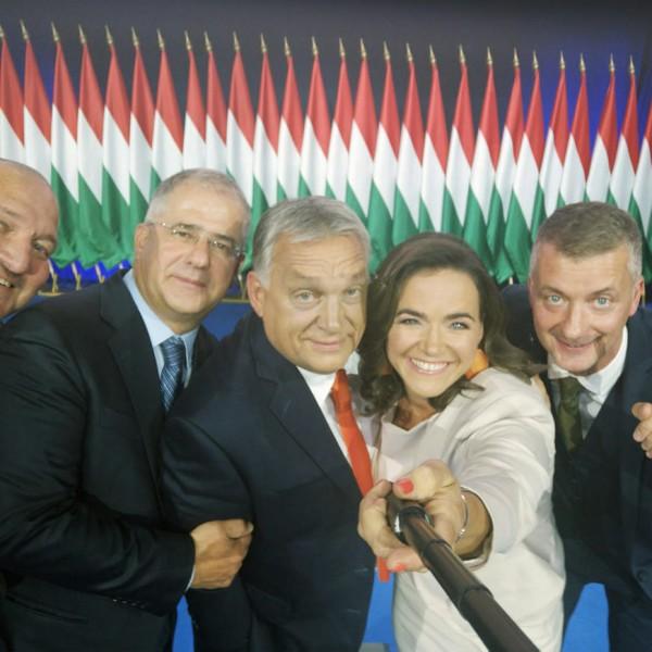 https://www.vadhajtasok.hu/2021/10/11/elsopro-folennyel-vezet-a-fidesz-minden-korcsoportban-a-legnepszerubb-part