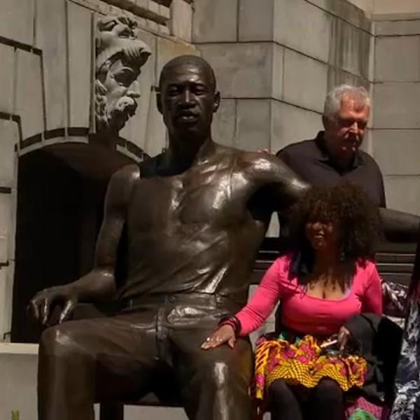 Már szobrot is kapott Floyd, 300 kilósat, bronzból