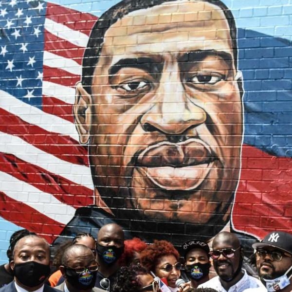 Két méteres szobrot kapott Brooklynban Floyd, ami az erejét és méltóságát közvetíti