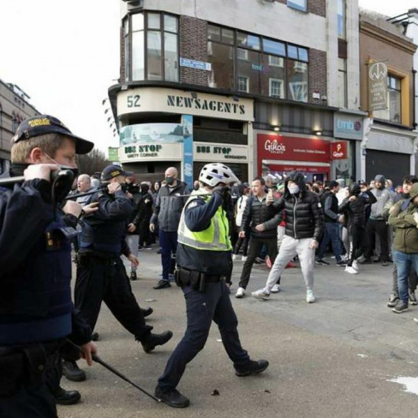 Dublinban agyonverték a tüntetőket, Gődényéket csak figyelmeztették - Videó
