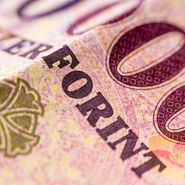 Kétszázezer forintra nőhet jövőre a minimálbér
