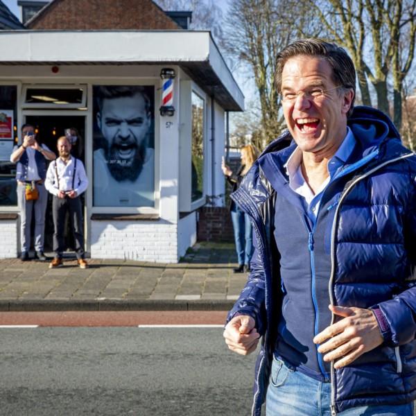 Migráns-maffia miatt kell Rutte-ra vigyázni