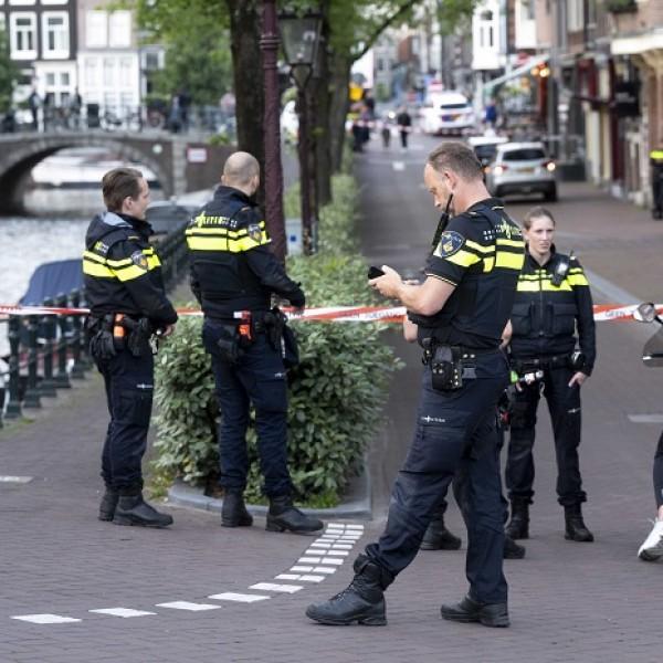 Kilenc embert vettek őrizetbe terrortámadás előkészítésének gyanújával Hollandiában
