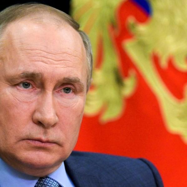 Putyin: Hősként halt meg a kazanyi angoltanárnő