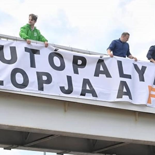 Párbeszéd: a Fidesz a választások előtt gyorsan még az autópályákat is el akarja lopni