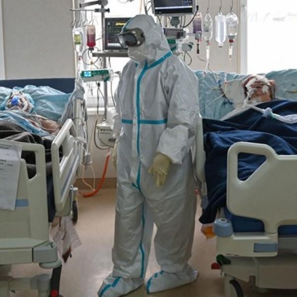 Romániában berobbant a járvány: tízezer fölött a kórházi betegek száma