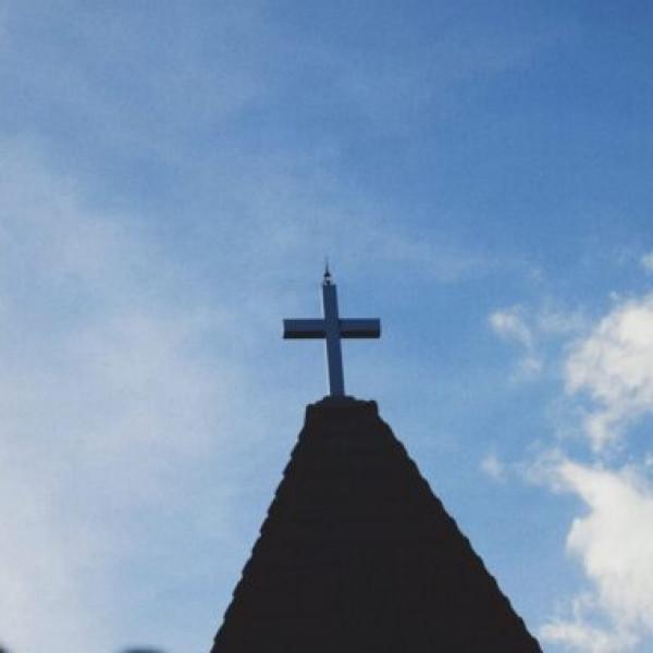 Papokat vernek és templomokat dúlnak szét a keresztényellenes aktivisták Lengyelországban