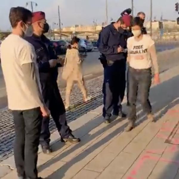 FeGyőr, Szél, Hadházy megróbálta kiszabadítani Navalnijt, rendőrség vetett véget az akciójuknak