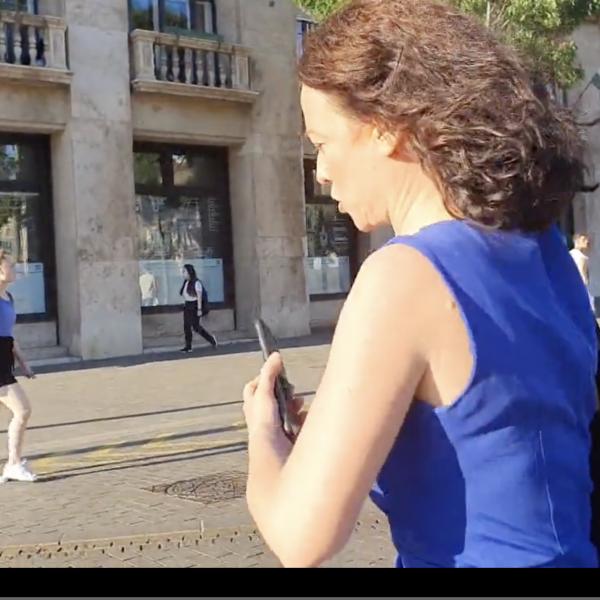 Exkluzív Videó: Így még senki nem olvasott be Szabó Tímeának, rendőrt hívott tudósítónkra