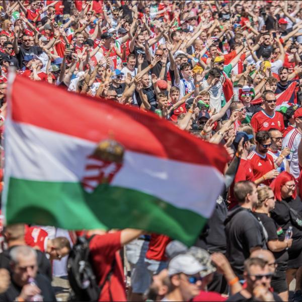 Vezet Magyarország a franciák ellen! Visítsatok a kurva anyátokat!