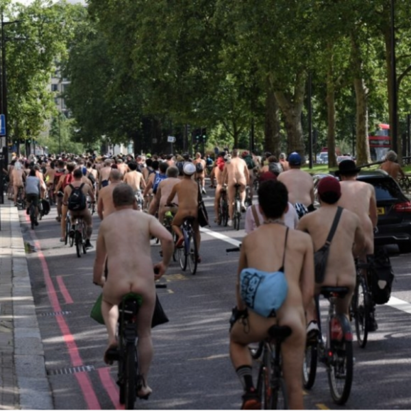 Meztelen biciklisek lepték el London utcáit