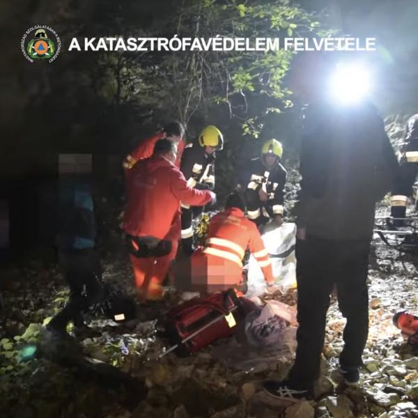 15 métert zuhant és szakadékba esett egy fiatal Budán
