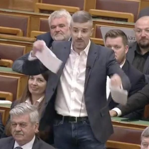 https://www.vadhajtasok.hu/2021/10/18/jakob-orjongott-a-parlamentben-szettepem-a-23-os-torvenyeket-poltot-lecsukjuk