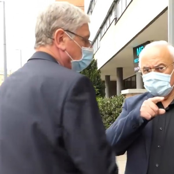 A DK polgármestere szerint a kórházak közel felét be kellene zárni