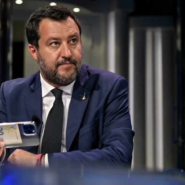 Elkezdődött Matteo Salvini pere a hetekig feltartóztatott, bevándorlókkal teli hajó miatt