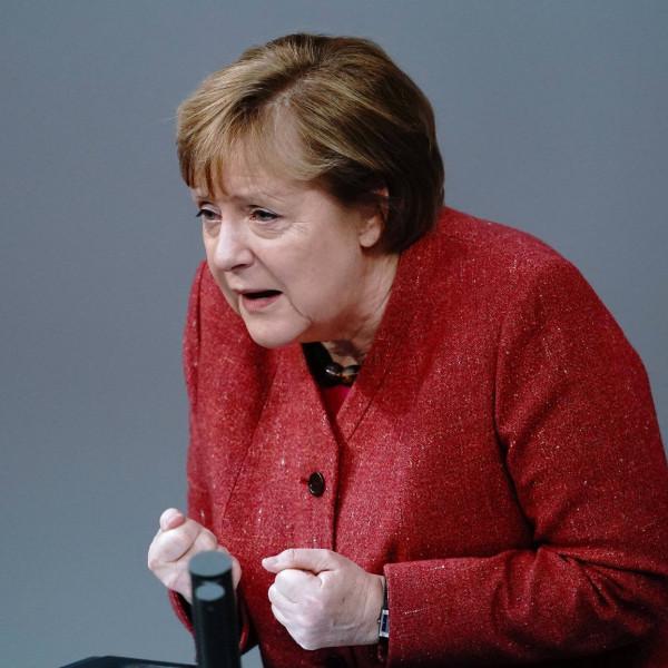 Merkel szerint párbeszéd kell, nem pedig pereskedés az európai viták során