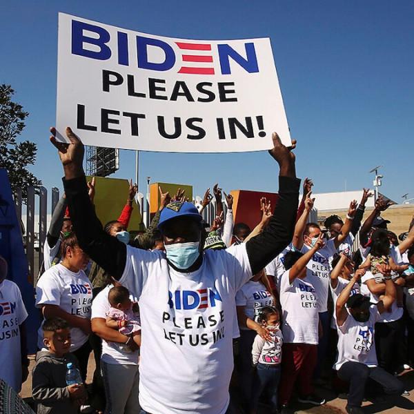 Biden engedj be minket! - a mexikói-amerikai határra megérkeztek a migránsok - Videó