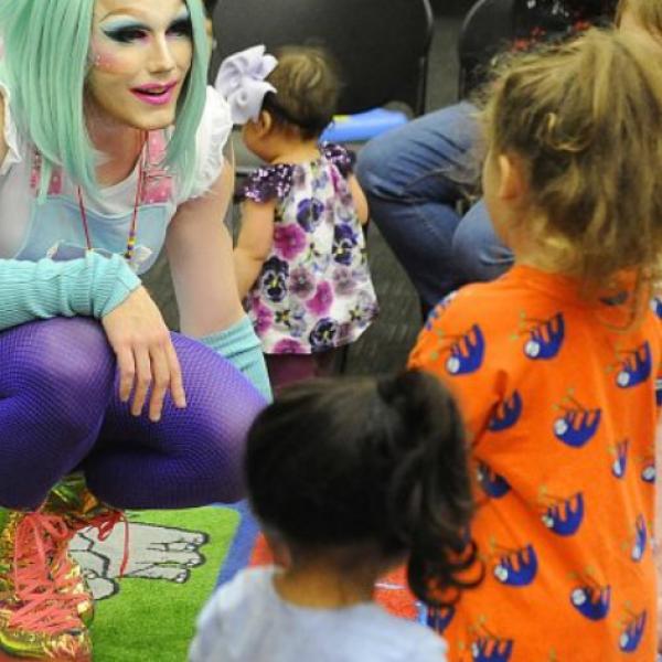 """""""Nem lehet elég korán kezdeni az érzékenyítést"""" – Ausztriában az óvodákba is beviszik az LMBTQP-lobbit"""