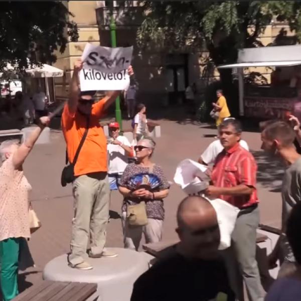 Erőszakos kommunisták védték Gyurcsányt - Videó