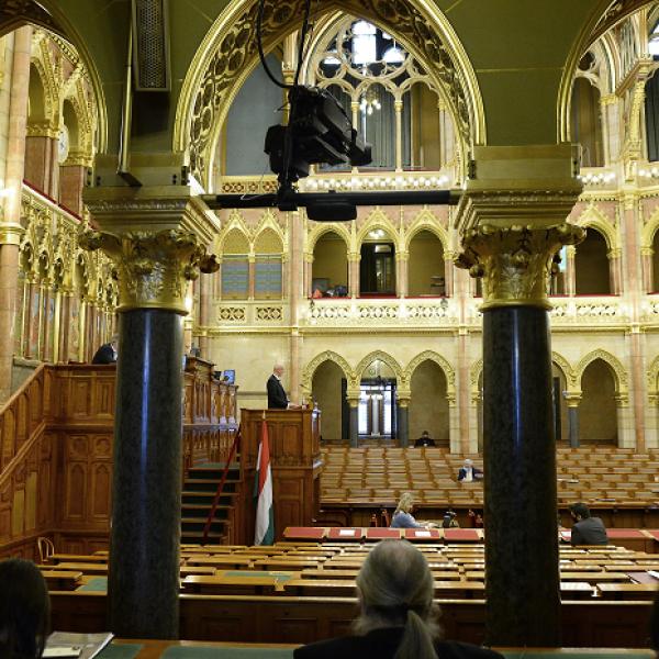 A kormány tagjait kérdezhetik a képviselők ma az Országgyűlésben