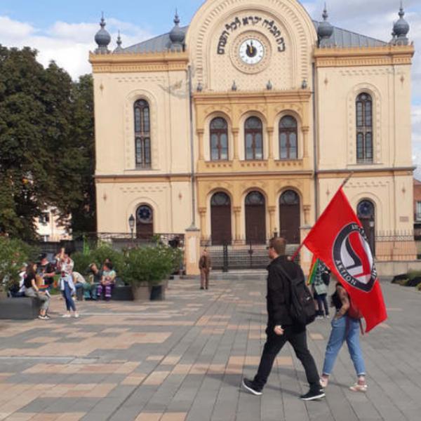 Antifa zászlóval vonultak a pécsi Pride-on