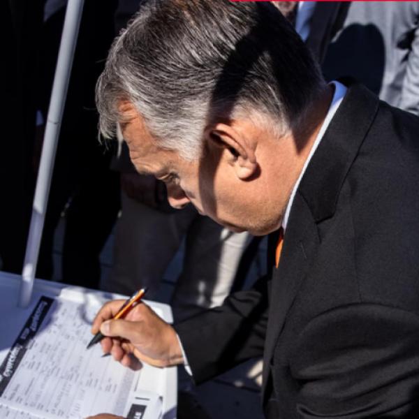 Orbán Viktor is aláírta a Stop Gyurcsány! Stop Karácsony! peticiót