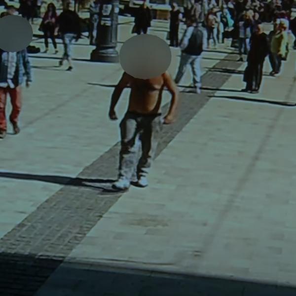 Őrjöngő cigány rontott rá a miskolci előválasztás résztvevőire - Videó