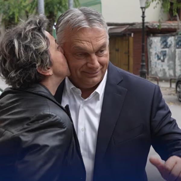 Egy szerb asszony megállította Orbán Viktort és puszit adott neki - Videó