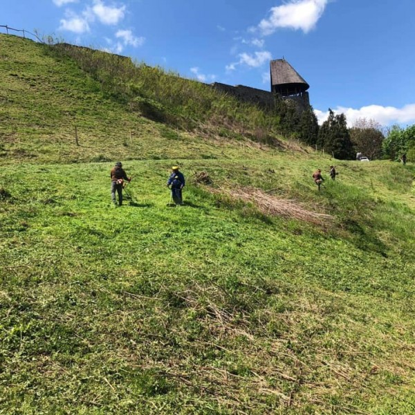 Önkéntesek tették rendbe a nógrádi várat