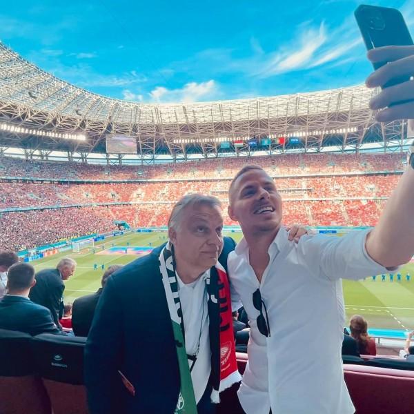 Orbán Viktor letarolta a Facebookot - már 68 000 lájknál jár a szelfije Dzsudzsákkal