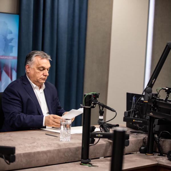 Orbán Viktor: Nőnap virág nélkül? Na még mit nem - Videó